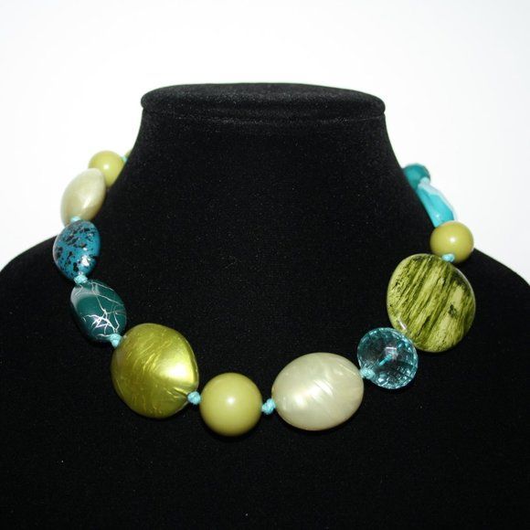 Beautiful chunky green and blue necklace